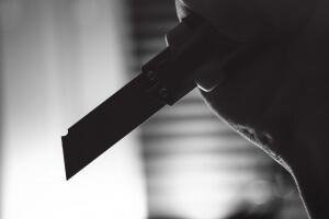 Опасный нож