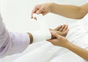 Обработка раны после ожога