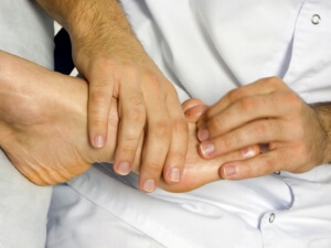 Медицинская помощь при сильном ушибе пальца