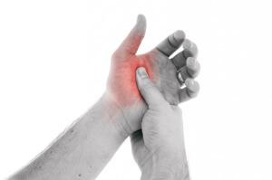 Боль в области большого пальца