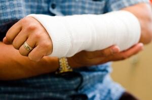 Фиксирующая повязка при переломе