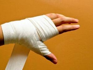 Повязка при переломе руки