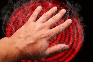 Рука на плите