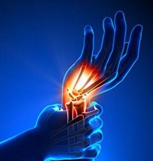 Первая помощь и лечение после растяжения связок на руке
