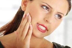 Болит десна рядом с зубом мудрости