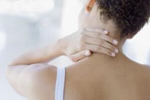 Почему болит шея