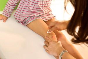 Болит колено у ребенка