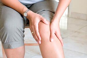 Сильные боли в колене