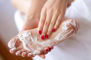 На пальцах ног появились водяные пузырьки и чешутся что делать и как лечить
