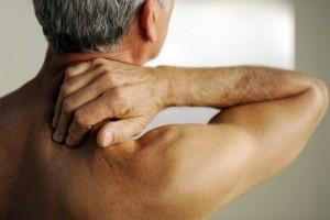 Что делать если болит плечевой сустав больно поднимать руку