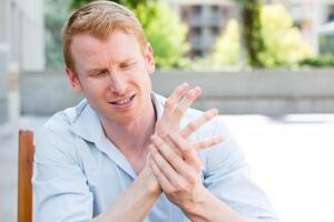 Дискомфорт в человеческой руке