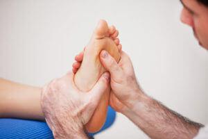 Болит сустав большого пальца на руке у основания, лечение боли при сгибании
