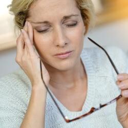 Мучает мигрень