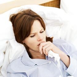 Дискомфорт у девушки в кровати