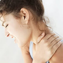Болит затылок головы и шея: причины, что делать, почему