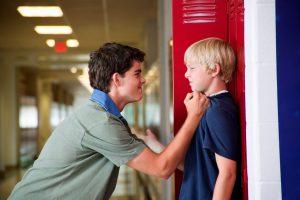 Ребенка задирает подросток