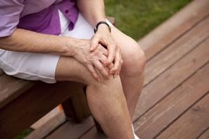 Болят женские коленки