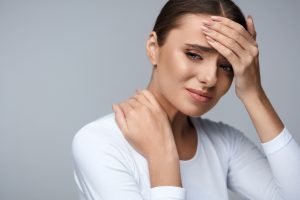 Болит голова и шея