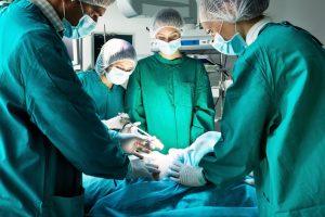 Удаление грыжи в операционной