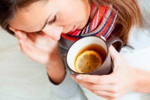 Пьет теплый чай
